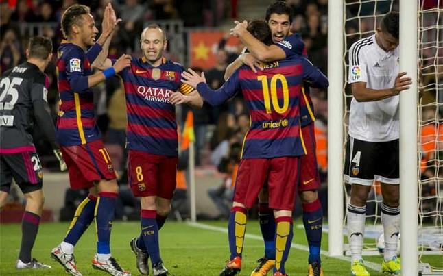 neymar-iniesta-messi-luis-suarez-celebran-uno-los-goles-del-barcelona-frente-valencia-entre-ryan-izquierda-santos-derecha-1454533134792