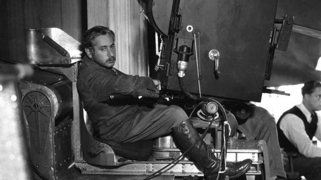 Von Sternberg, Josef   Pers: Josef Von Sternberg   Ref: XVO004AR   Photo Credit: [ The Kobal Collection ]   Editorial use only related to cinema, television and personalities. Not for cover use, advertising or fictional works without specific prior agreement