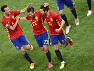 nolito-celebra-gol-con-cesc-busquets-1466196413333