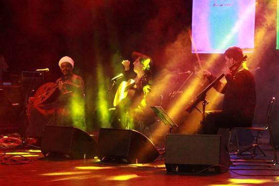 burruezo-wafir-s-gibril-y-maia-kanaan-en-concierto-en-argelia
