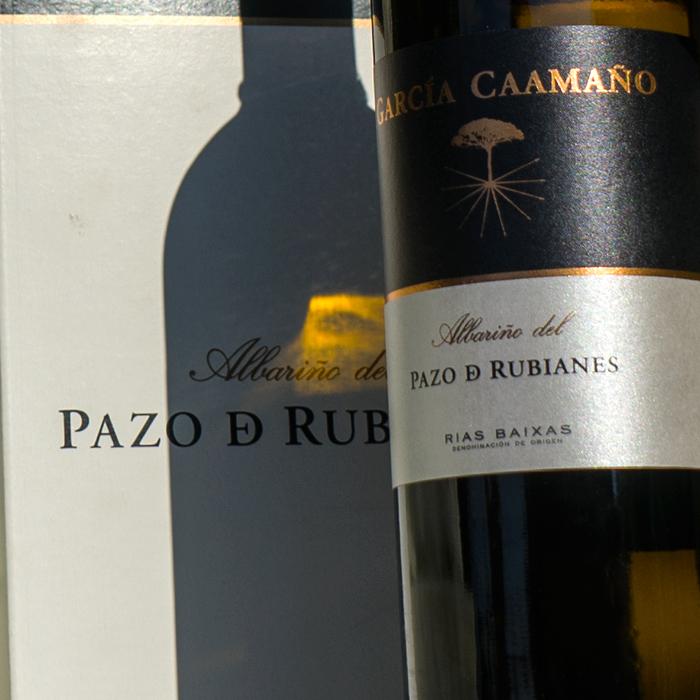 Estuche de 2 unidades de vino blanco albariño García Caamaño de Bodegas Pazo De Rubianes http://www.pazoderubianes.com/productos/